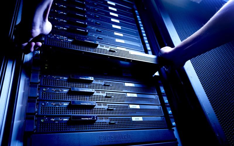 UIS обновляет серверы