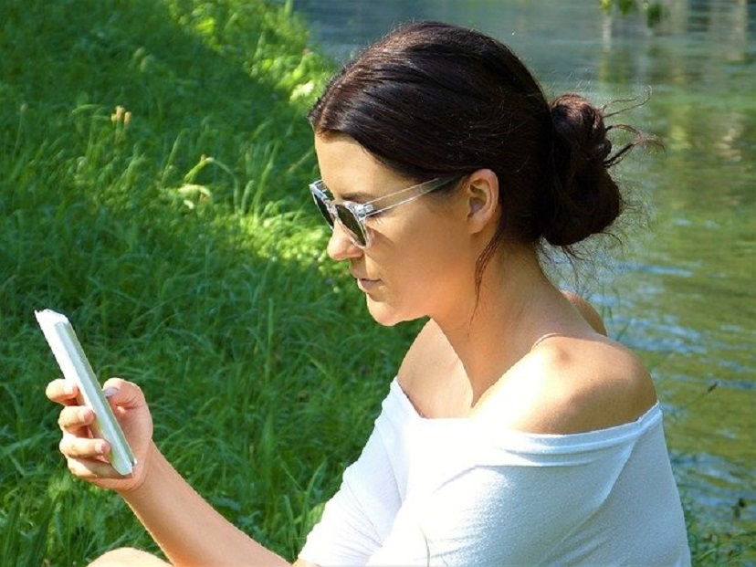 Google продвинет Google Assistant и Play Store на платформе смартфонов Samsung